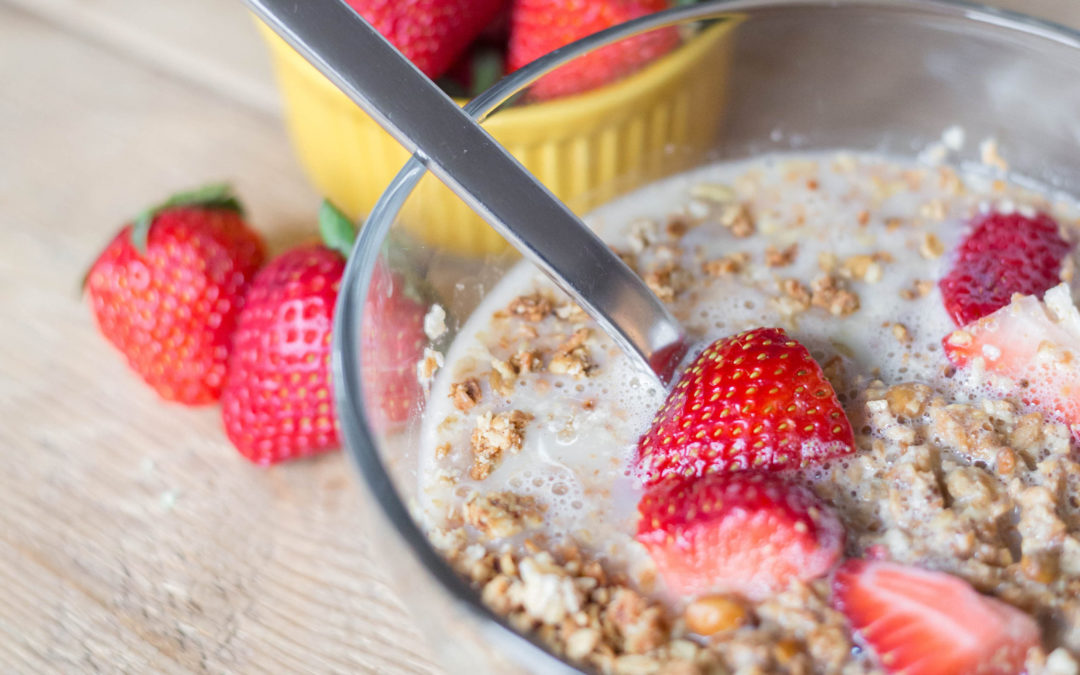 Quick and easy breakfast recipes: A crunchy breakfast paleo granola recipe